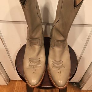 Men FRYE cowboy boots in good condition. Size 13